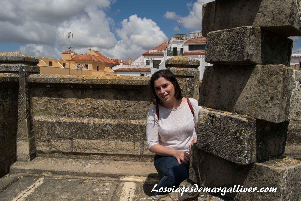Margalliver en la azotea de la casa de la Piedra de Porcuna - Los viajes de Margalliver
